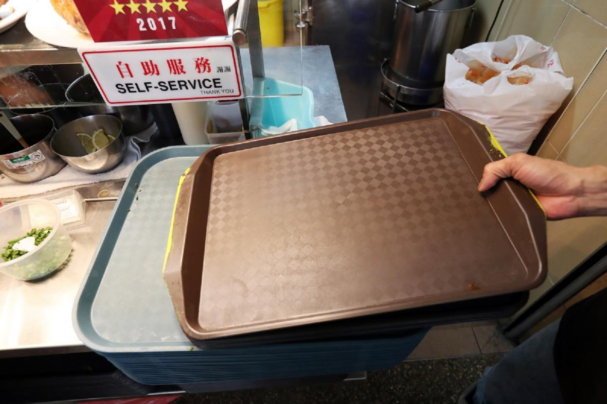 c5a915d2-20171030-smelly-trays